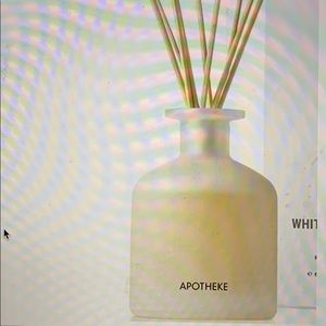 Apotheke Reed diffuser in White Vetiver